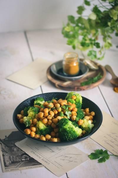 Pois chiches aux épices et brocolis