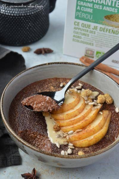 Porridge épicé d'amarante poire chocolat