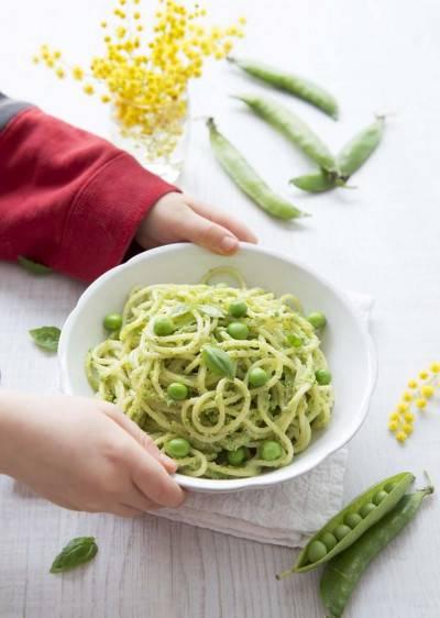 Spaghettis aux petits pois et pesto de graines de courge