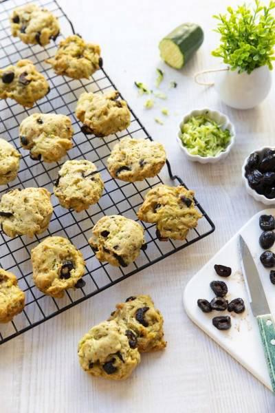 Cookies salés à l'okara, courgettes & olives