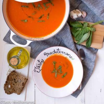 Soupe méditerranéenne aux tomates et poivrons rouges