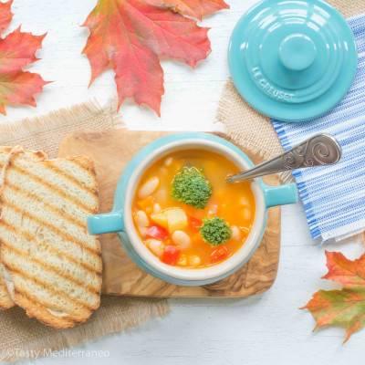 Soupe de haricots blancs et légumes