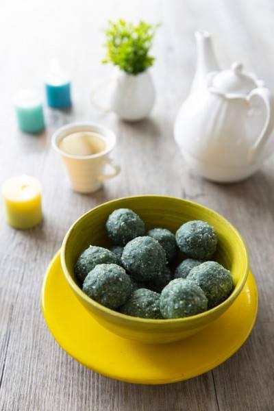 Energy balls spiruline, amande et fleur d'oranger