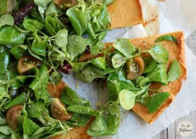 Galette de pois chiche, salade verte et pesto de basilic