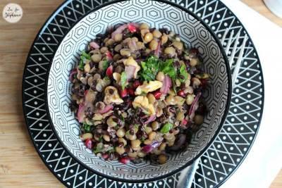 Salade de riz noir, lentilles, grenade et noix
