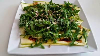 Salade de courgette et roquette aux graines de tournesol