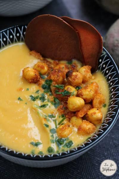 Soupe de patate douce coco-paprika fumé, et ses pois chiches croustillants