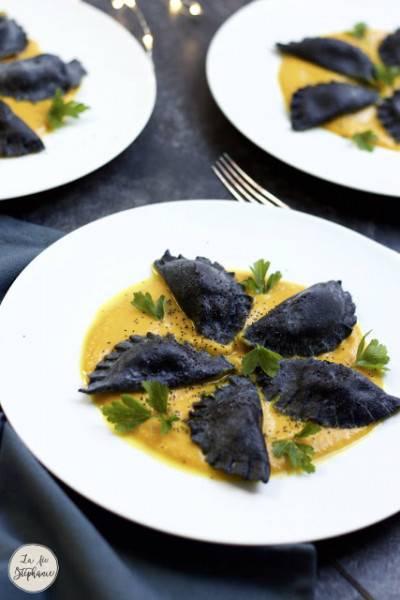 Ravioles noires et velouté de potiron aux épices