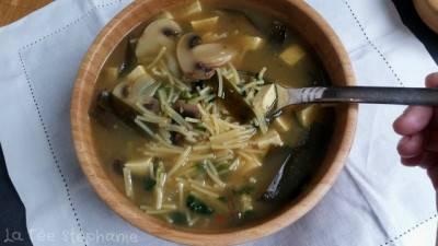 Soupe miso végétalienne