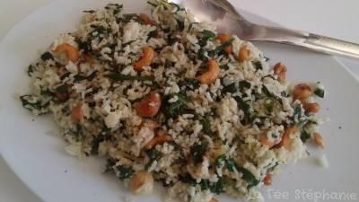 Riz thaï aux blettes et aux noix de cajou grillées