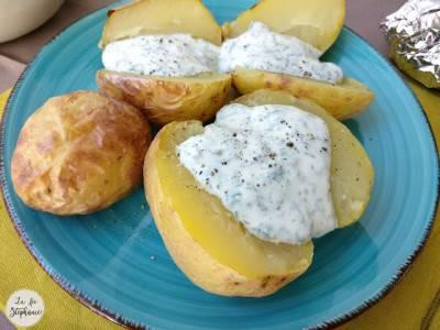 Pommes de terre en robe des champs et sauce blanche végane