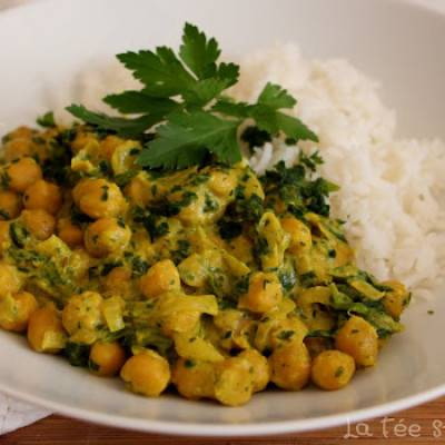 Pois chiches au curry, épinards et lait de coco