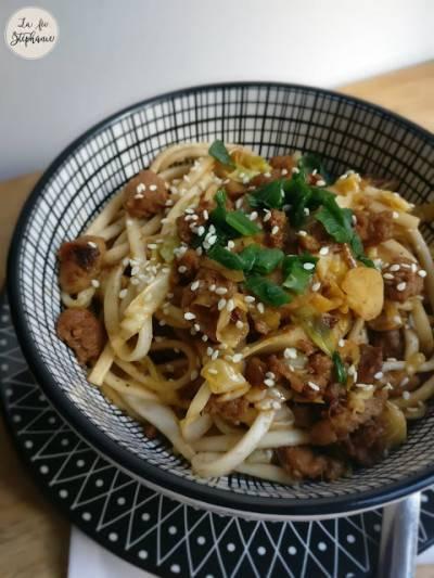 Wok de légumes et nouilles asiatiques aux PST