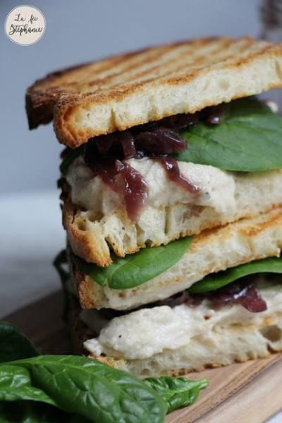 Sandwich de vromage coulant, épinards et oignons caramélisés