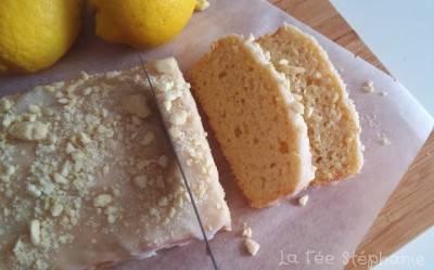 Cake au citron nappé de sucre glace et d'amandes
