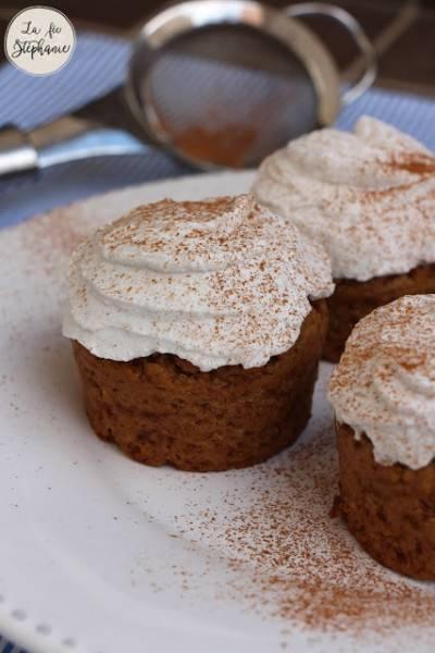 Muffins aux épices et crème de coco fouettée