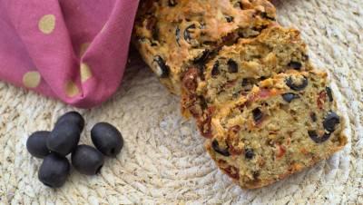 Cake aux olives et aux tomates séchées