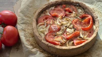 Tarte express à la tomate et à l'oignon