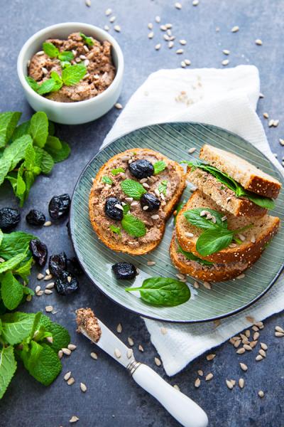 Pâté aux olives et graines de tournesol