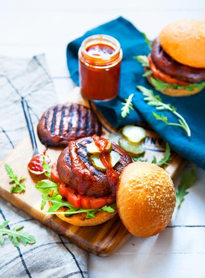 Burgers de portobello au barbecue et ketchup maison