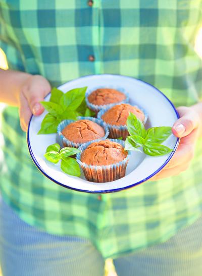 Muffins salés tomate-basilic