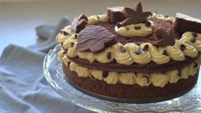 Layer cake chocolat-cacahuète