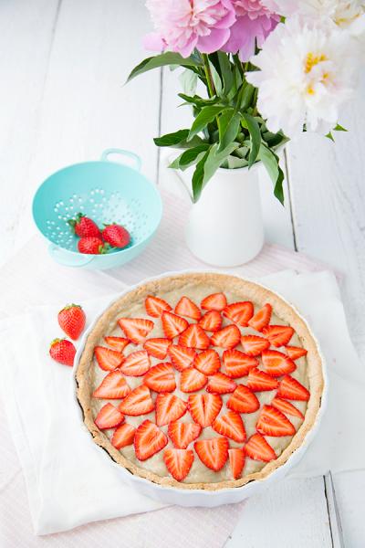 Tarte à la crème de rhubarbe citronnée et aux fraises