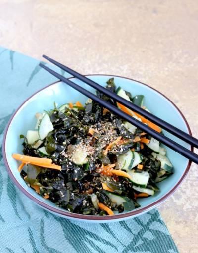 Salade de wakamé et concombre au sésame