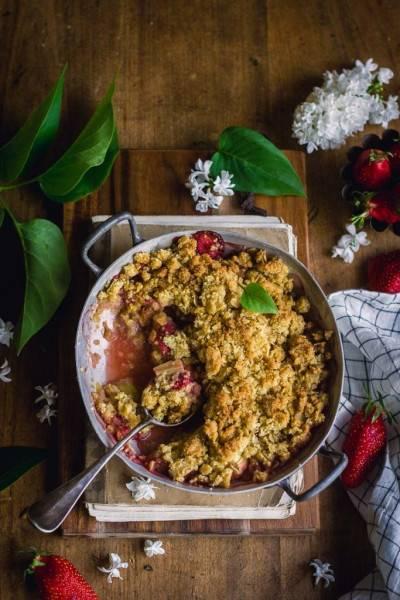 Crumble fraise-rhubarbe à l'huile d'olive