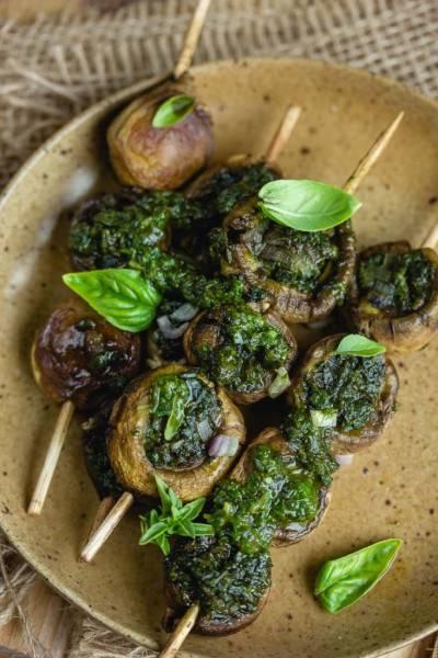 Brochettes de champignons au basilic