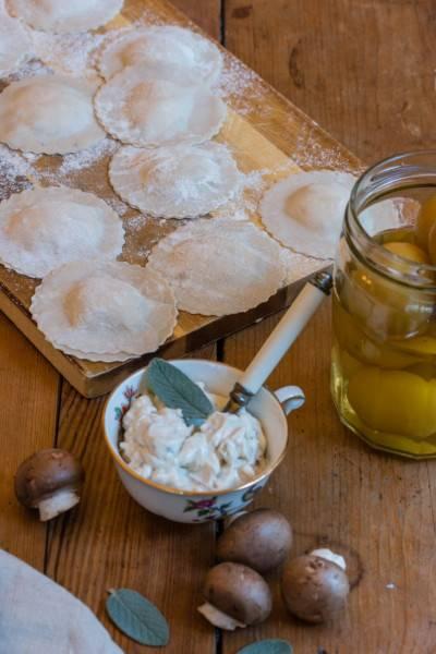 Ravioles de vromage frais, citron confit et sauge