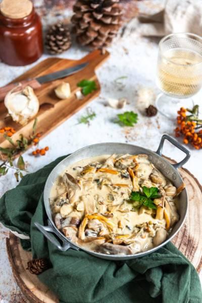 Cassolette de fondue de champignons à l'ail