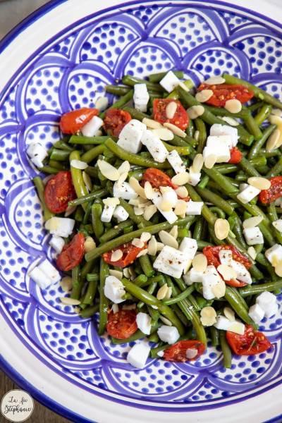 Salade de haricots verts, tomates confites et feta végane