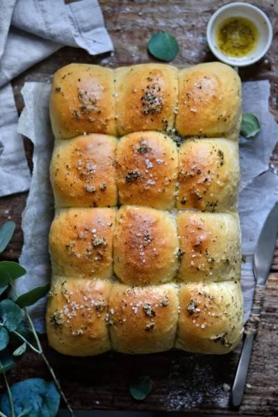 Petits pains briochés à l'ail