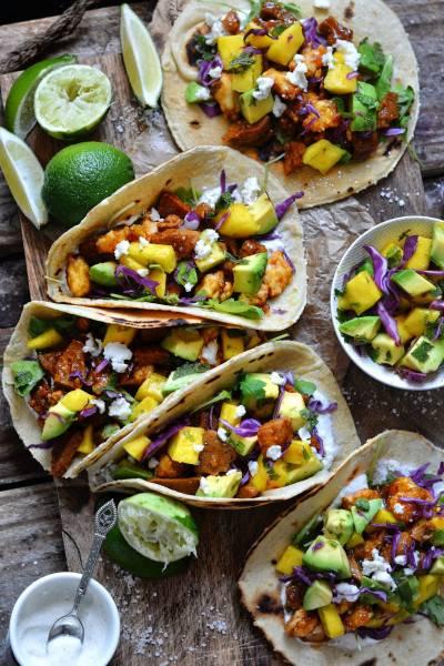 Tacos au seitan et salsa mangue-avocat