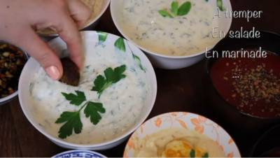 3 sauces blanches véganes pour kebab, falafel et crudités