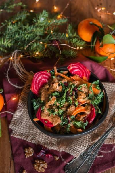 Salade de chou kale, carotte, betterave et noix