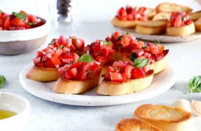 Bruschetta fraise-tomate au basilic