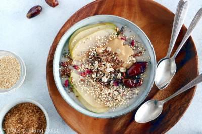 Porridge à la purée de cajou et aux dattes