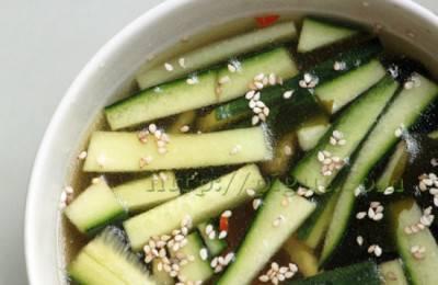 Soupe fraîche aux algues et concombre