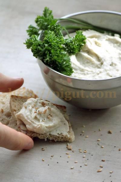 Mousse de haricots blancs à la purée de chanvre