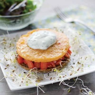 Toasts de polenta tomate-basilic