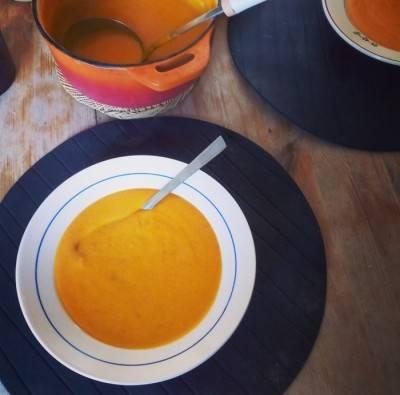 Velouté tomates-lentilles corail-lait de coco-curcuma