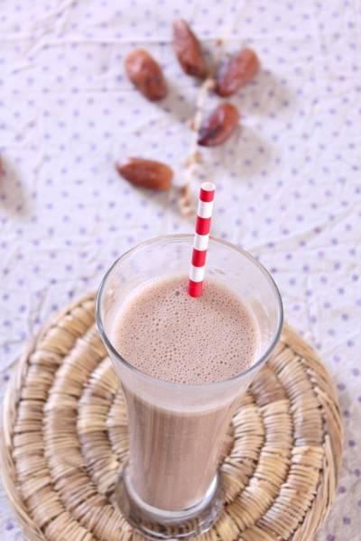 Smoothie à la banane, cacahuète et cacao