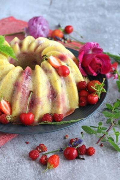 Gâteau de polenta aux fruits rouges