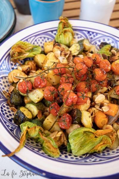 Salade de légumes et tofu grillés