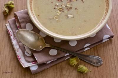 Soupe de chou-fleur, pommes et noisettes