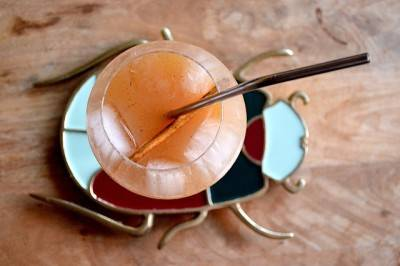 Cocktail pomme-tequila à la cannelle