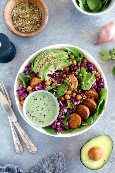 Buddha bowl aux patates rôties et sauce tahini aux herbes