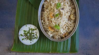 Riz indien à la noix de coco et cajou